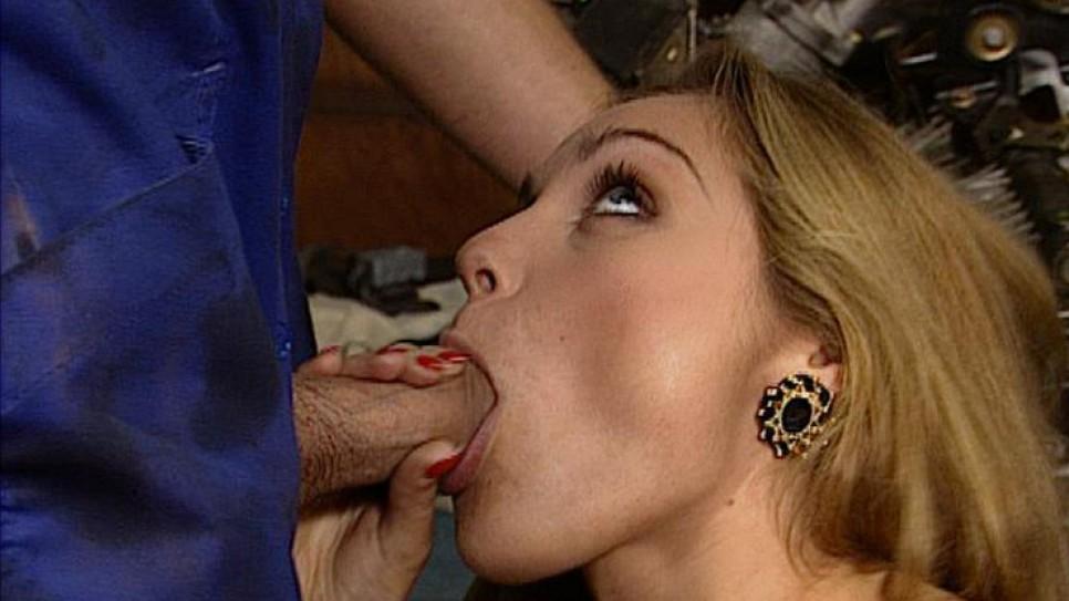 porno-onlayn-roliki-ebut-devushek