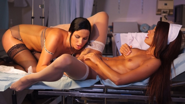 Suzie Carina et Renata Black - The Nurse - Marc Dorcel