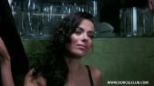 Shalina Devine : Brune aux gros seins prise par 3 mecs dans un bar 3