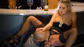 Barra Brass : Une mère bourgeoise et sexy sodomisée 3